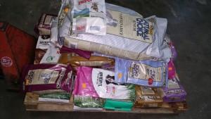 Honden en kattenvoer gedoneerd door Praxis Breda